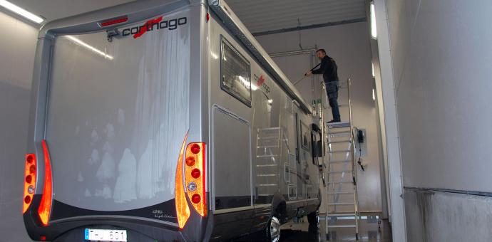 Passa på och tvätta husbilen/husvagnen inför vinterförvaringen!